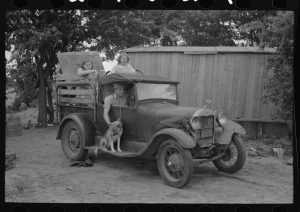 Russell Lee's photograph of the Elmer Thomas family as they prepare to leave.